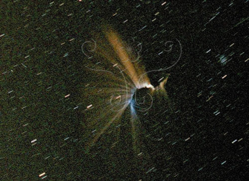 1998年11月17日4:30出現在香港上空的彗星殘渣蹦裂四散的煙火秀