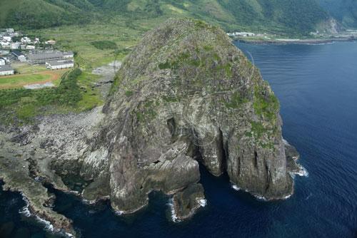 蘭嶼椰油村饅頭岩火山頸空拍圖