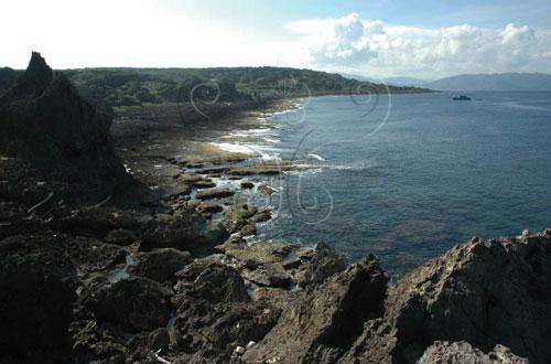 美麗的龍坑海岸。