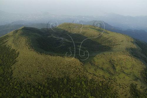 磺嘴山火山口之火山口湖-磺嘴池。