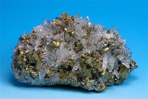 產自羅馬尼亞的黃銅礦與水晶共生