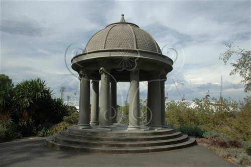 1901年興建的風亭,矗立亞拉河畔