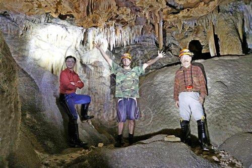 三人在Daniel Roux岩洞終點的合照