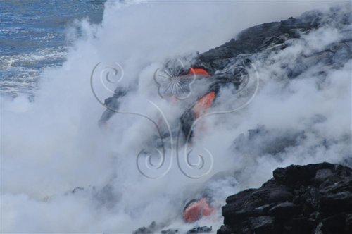 不斷湧出的火山熔岩流入太平洋中,使得夏威夷島的面積逐年增大