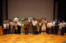孫維新館長(左6)與策展人策展人張鈞翔主任(右4)與臺北市立動物園金仕謙園長(中)等與會貴賓大合影。
